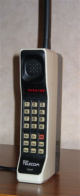 Motorola Dynatac Phone from the 1980s image courtesy Redrum0486 CC BY-SA 3.0 (Wikimedia Commons)